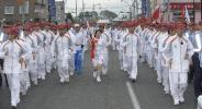 图文-北京奥运会火炬在长野传递 在护卫中稳步前进