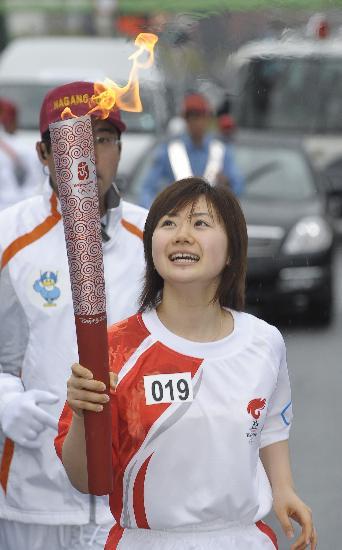 图文-北京奥运会火炬在长野传递 小爱纯真笑颜