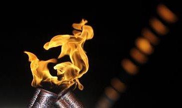 图文-北京奥运会火炬在平壤传递 零距离接触圣火