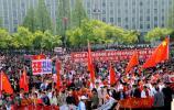 图文-北京奥运会火炬在平壤传递 主体思想塔广场