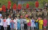 图文-北京奥运会火炬在平壤传递 朝鲜民众迎圣火