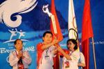 图文-奥运圣火传递在胡志明市举行 驻越大使出席