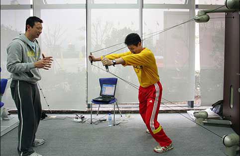 图文-中国女排宁波北仑适应性训练新家伙一试身手