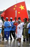图文-圣火境外传递回顾之中国元素 这面国旗格外红