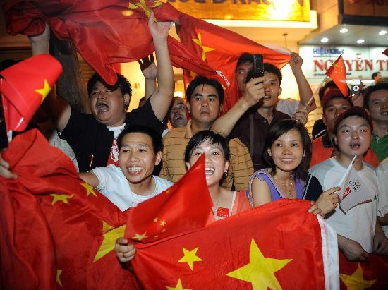 图文-圣火境外传递回顾之中国元素 越南的中国美女