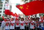 图文-北京奥运圣火在三亚传递 中国在我心上