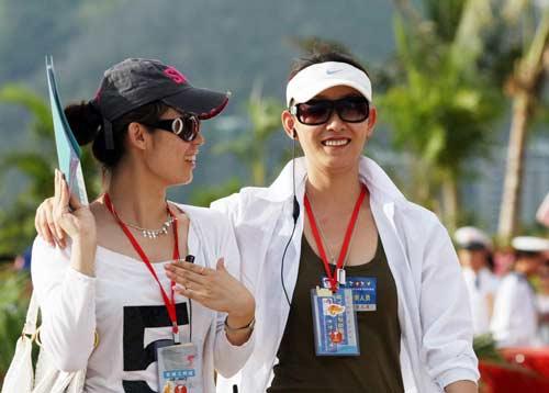 图文-北京奥运圣火三亚起跑仪式 现场美女如云