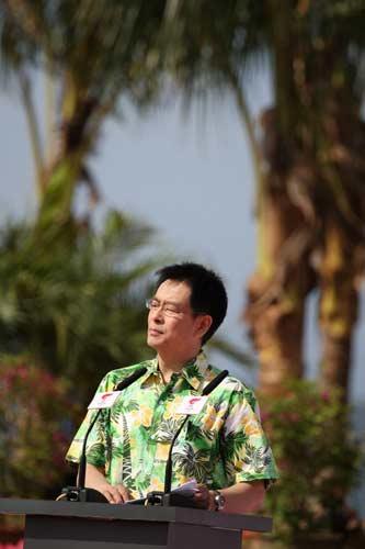 图文-北京奥运圣火三亚起跑仪式 濮存昕在想什么