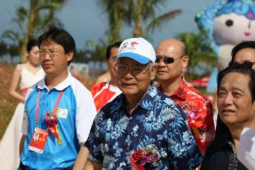 图文-北京奥运圣火三亚起跑仪式 何振梁亲临现场