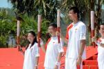 图文-北京奥运圣火在三亚传递 前三棒火炬手合影