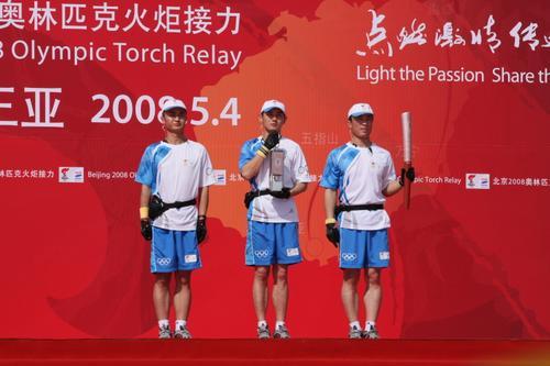 图文-北京奥运圣火在三亚传递 奥运圣火隆重登场