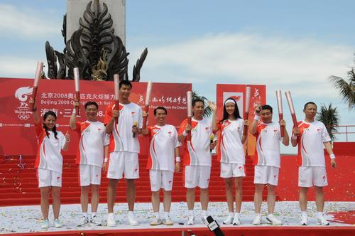 图文-北京奥运圣火在三亚传递 让我们一起来传递