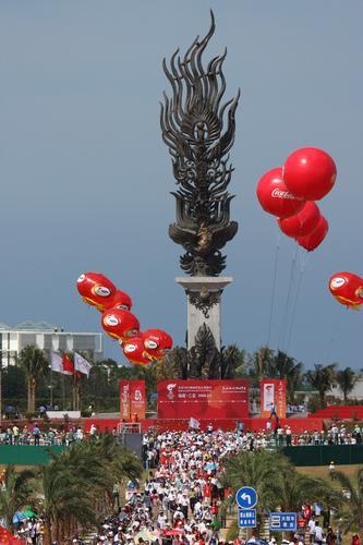 图文-北京奥运圣火在三亚传递 传递起点凤凰岛