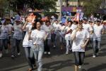 图文-北京奥运圣火在三亚传递 群众欢庆圣火传递