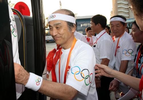 图文-北京奥运圣火在三亚传递 火炬手重松健二郎