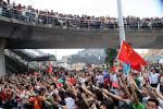 图文-奥运圣火在澳门传递澳门全民出动迎圣火
