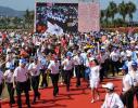 图文-北京奥运圣火在三亚传递 第一棒就这样诞生