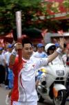 图文-北京奥运会火炬在海南琼海传递 传递奥运精神