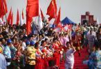 图文-北京奥运会圣火在海口传递 旁边有特色演出