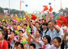 图文-北京奥运圣火在广州传递 广州群众喜迎圣火