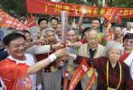 图文-北京奥运圣火在广州传递 我们都是火炬手