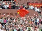 图文-北京奥运圣火在广州传递 五星红旗激情澎湃