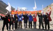 图文-北京奥运圣火成功登顶珠峰 医疗人员合影