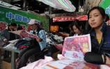 图文-西藏庆祝奥运圣火珠峰传递成功 拉萨晚报号外