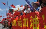 图文-北京奥运圣火在深圳传递 深圳市民的热情
