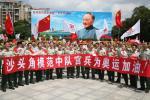 图文-北京奥运圣火在深圳传递 边防官兵为奥运加油