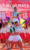 图文-北京奥运圣火在泉州传递 小学生表演气势足