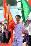图文-北京奥运圣火在厦门传递吉新鹏感到无比自豪
