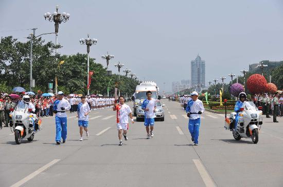 图文-2008年奥运会火炬在龙岩传递 黄丰俊直面未来