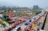 图文-北京奥运圣火在龙岩传递 车队经过龙岩学院
