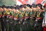 图文-北京奥运圣火在南昌传递 向遇难者默哀