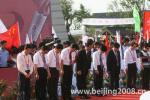 图文-北京奥运圣火在绍兴传递 现场默哀一分钟