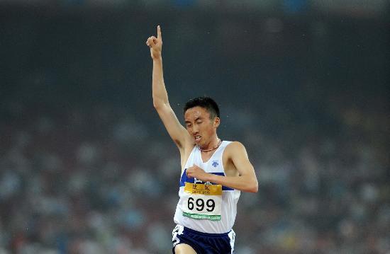 图文-林向前获男子3000米障碍冠军 我是第一名