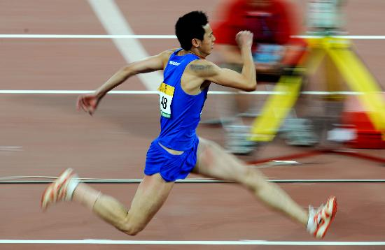 三级跳场地_图文-男子三级跳远决赛赛况 顾俊杰助跑如离弦之箭