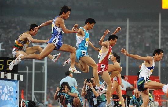 图文-男子3000米障碍赛决赛赛况 完美的空中停滞