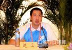 图文-南京站奥运火炬手集体亮相 火炬运行官员边卫