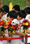 图文-奥运圣火在绩溪传递 为震灾中遇难同胞默哀