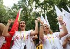图文-北京奥运圣火在湖南长沙传递 外国美女来加油