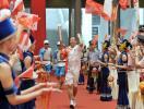 图文-奥运圣火在广西南宁传递 最后一棒陈文忠