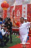 图文-奥运圣火在香格里拉传递 首棒马八金出发