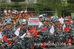 图文-北京奥运圣火在石河子传递 起跑仪式上的民兵