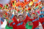 图文-奥运圣火在宁夏中卫传递 小演员笑容可爱