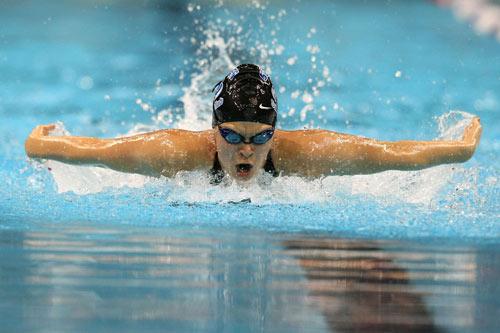 图文-美国游泳奥运选拔赛赛况贝塞尔紧追不舍