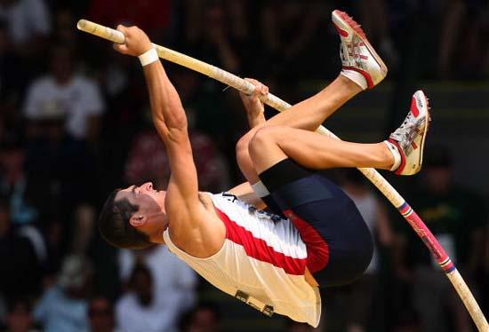 跳高_图文-美国奥运田径选拔赛30日 阿诺德奋力迎战跳高