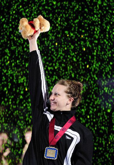 图文-美国奥运选拔赛 赫尔策破女200米仰泳世界纪录