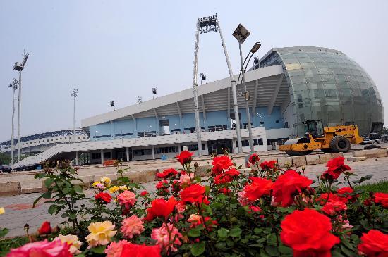 图文-群花相映的丰台垒球场 首个竣工的奥运场馆